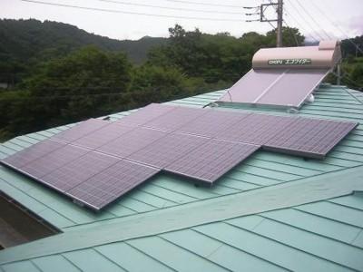 太陽熱温水器と太陽電池システム